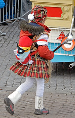 Tartan is in! (Antropoturista) Tags: street carnival red people netherlands maastricht child carnaval scotish tartan stripesnotdotes
