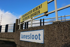 Janesloot Bridge (Davydutchy) Tags: bridge holland netherlands sign canal nederland schild pont kanal kanaal brug brcke paysbas friesland bord waterway niederlande vaart bordje frysln frisia langweer brge langwar boerd janesloot pontdyk