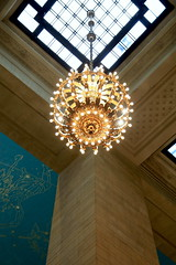 AD8A0255_p (thebiblioholic) Tags: newyorkcity chandelier gct grandcentralterminal wps