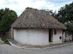 "Valladolid: une hutte traditionnelle maya <a style=""margin-left:10px; font-size:0.8em;"" href=""http://www.flickr.com/photos/127723101@N04/25931375036/"" target=""_blank"">@flickr</a>"