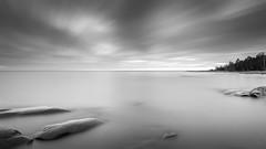 Frozen movements (PixPep) Tags: sea sky blackandwhite rocks karlstad vnern hammar vrmland sydspets lngtidsexponering pixpep
