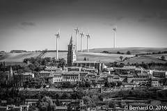 Le beau village d'Avignonet-Lauragais... (BO31555) Tags: city blackandwhite bw panorama sun black france blancoynegro blanco bernard dark landscape photo blackwhite noir y cathedral noiretblanc centre negro cassoulet paysage bernardo et landschaft fr campagne église blanc eglise hdr sincity collines eolienne eoliennes avignonetlauragais ondry bernardondry languedocroussillonmidipyrénées languedocroussillonmidipyrén