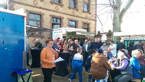 Monja Seidel eröffnet Wochenmarkt in Selzen