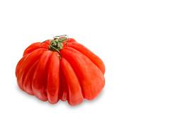 Montserrat-Tomato (Jutta M. Jenning) Tags: food rot vegetables vegan essen vegetable montserrat tomate tomaten vitamine gemuese gesundheit vegetarisch saftig genuss gesund fleischtomate produktfotografie geriffelt montserrattomate fleischtomaten