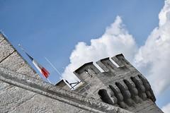 Vertigo (Mystycat =^..^=) Tags: france monument architecture tour ciel angoulme pierres nuages charente drapeau hteldeville poitoucharentes