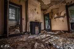 Trashed and Scattered (Tom McAdam) Tags: travel house building abandoned window trash fireplace decay kentucky urbanexploration rotten desolate lostplaces