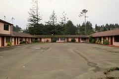 Bayshore Motel (rickele) Tags: closed vacant highway101 outofbusiness coosbay livedin monthlyrates notell weeklyrates usroute101 bayshoremotel