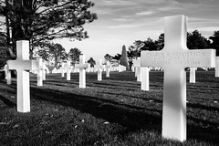 American Cementary 2 (Kurt Braeckmans) Tags: bw white cemetery military crosses graves filter sur dday colleville mre nd4 collevillesurmre neutraldensity4 normandyblack