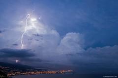 Eclair extra nuageux dans la baie de Gnes (suarez.christophe) Tags: sea mer storm genoa genova lightning orage cumulonimbus stormchasing orages gnes clair foudre clairs