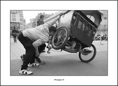 PhM - Rparation (Philippe Em) Tags: paris tricycle taxi scooter repair byke triporteur rparation vlotaxi