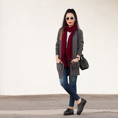 Buenas noches guapos! Que disfrutis mucho del Fin de Semana. Muackks Good night everybody!! Enjoy the weekend www.withorwithoutshoes.com #girl#ootd#outfitoftheday#zara#burgundy#scarf#rayban#raybans#raybansunglasses#redlips#AGL#aglshoes#myaglshoes#flatsh (WOWS_) Tags: beauty fashion moda belleza streetstyle