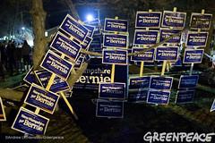 Bernie Signs (Greenpeace USA 2015) Tags: usa democracy durham newhampshire vote republican democrat keepitintheground