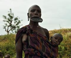 Parque Nacional Mago. Etnia Mursi (Txaro Franco) Tags: park parque ethiopia mago nacional mursi tribu costumbre etiopa etnia magonationalpark platolabial parquenacionalmago
