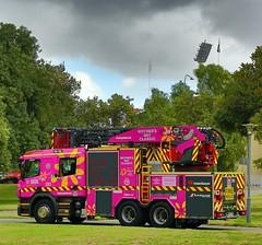 Adelaide 203 wrapped in pink (adelaidefire) Tags: pink classic fire day south australian mothers service sa metropolitan metz scania mfs rosenbauer 1401 samfs sasgar
