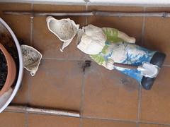 Th end of a garden gnome (seikinsou) Tags: winter brussels broken garden gnome break belgium belgique balcony bruxelles
