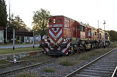 Cargando combustible (claudiog.carbone) Tags: generalmotors ferrocarrilesargentinos gr12 darregueira fepsa basedarregueira