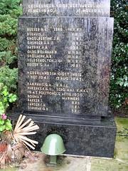Losser 2003 - Martinusplein (glanerbrug.info) Tags: 2003 holland monument netherlands wwii nederland paysbas centrum twente overijssel niederlande losser secondeguerremondiale tweedewereldoorlog oorlog19401945