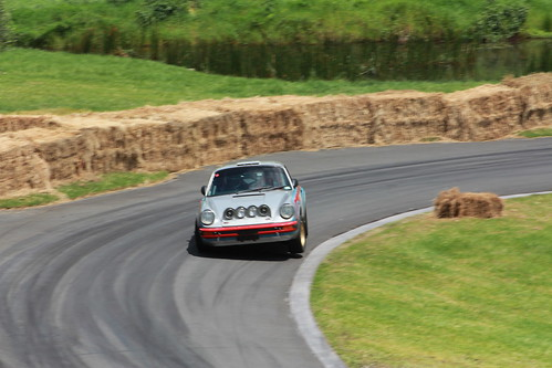 Martini 911 Lifting a Wheel