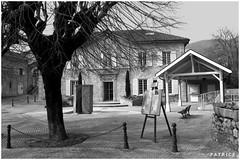 Place de la Mairie Le Fontanil N&B (patrice3879) Tags: statue joseph place expo charles mariage rue eglise mairie salle fronton fontanil passquier