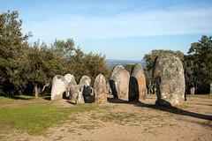 Crmlech de los Almendros (Manrrull) Tags: rocas vora almendros menir crmlech