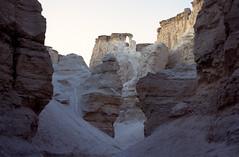 een kloof in de zoutbergen nabij de Dode Zee in de avond, Isral 1994 (wally nelemans) Tags: canyon 1994 karst isral kloof kras flourcave saltmountains doline zoutbergen