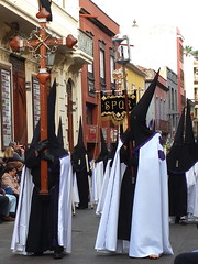The Magna Procession, Good Friday, La Laguna, Tenerife, Canary Islands, Spain. (Andy_Hartley) Tags: religious spain unescoworldheritagesite tenerife brotherhood canaryislands goodfriday guilds lalaguna historicstreets iglesiadelaconcepcin longrobes themagnaprocession pointedhoodedcloaks