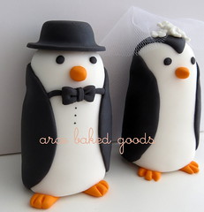 Pareja de pinguinos (arce baked goods) Tags: wedding cake 3d toppers