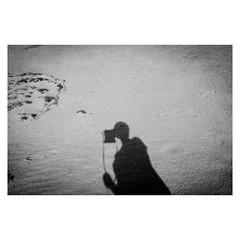 Sandy Sunday Selfie (bruXella & bruXellius) Tags: blackandwhite selfportrait holland netherlands monochrome blackwhite sand autoportrait sandy grain grainy noise sculpturegarden paysbas selbstportrait otterlo niederlande filmgrain selfie hogeveluwe krllermllermuseum leicax1