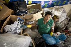 MDS_MC_130328_0027 (brasildagente) Tags: brasil retrato mulher lixo reciclagem riograndedosul sul mds coletaseletiva novohamburgo 2013 governofederal recicladores bolsafamilia minhacasaminhavida marcelocuria ministeriododesenvolvimentosocialecombateafome