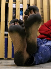 dirty party feet 573 (dirtyfeet6811) Tags: feet barefoot soles dirtyfeet dirtysoles blacksoles