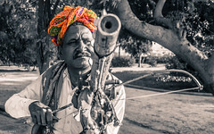 Ravanahatha Player | Jodhpur | Rajasthan (Hadi Zaher) Tags: travel portrait music india face artist north player violin instrument turban ethnic rajasthan jodhpur ravanahatha