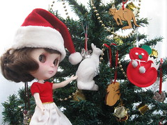 BaD:  22nd Dec 2015 - Christmas tree decorations (Calendar girl 48 / grannygreen) Tags: jessica christmastree blythedolls christmastreedecorations baddec2015