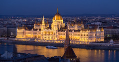 Orszghz (Hungarian Parliament Building), Budapest, Hungary (maxunterwegs) Tags: building night noche hungary cityscape nacht dusk budapest parliament noite bluehour parlament parlement nuit ungarn pest hungria orszghz magyarorszg hungra parlamento hongrie hungarianparliamentbuilding