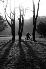 en bici (-Luisfer-) Tags: shadow blackandwhite blancoynegro luz sol bike contraluz flickr shine sony bicicleta sombra playa navia