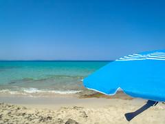 formentera - calm (carlomao) Tags: costa mare estate acqua formentera spiaggia paesaggio vacanze sabbia baia litorale ombrellone bagnasciuga