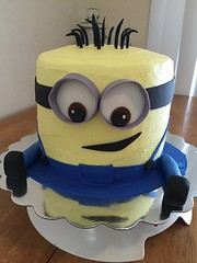 Minion cake by Toetu, Norther Utah, www.birthdaycakes4free.com