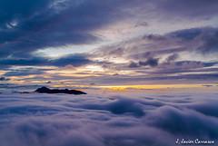 Amanecer diferente (AvideCai) Tags: paisaje amanecer cielo nubes 7d niebla sigma1020 avidecai