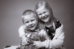 DSC_1171 (uffe13) Tags: light portrait kids speed umbrella studio grey sweden flash blacknwhite softbox vaxjo seamless vxj portrtt
