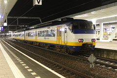 SGMm 2111(Arnhem 10-2-2016) (Ronnie Venhorst) Tags: road railroad holland station train canon eos rebel nacht outdoor ns d arnhem nederland eisenbahn rail railway zug bahnhof railwaystation rails vehicle emu cs locomotive t3 avond bahn trein spoor donker gebouw centraal stations 1100 spoorwegen 2100 nsr spoorweg sprinter 2016 nederlandse stoptrein sgm 2111 treinstel 1100d materieel stationsgebouw sgmm eos1100d spoormaterieel eos1100