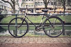 Nein, es ist woanders... (Photoauge.) Tags: bike de deutschland streetphotography workshop fluss dsseldorf nordrheinwestfalen fahrrad leicam leicasummarit thomasleuthard