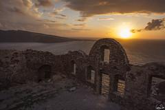 Ruines d'Oia au couch de soleil (Rosca75) Tags: mer ruine santorin couchdesoleil mditerrane