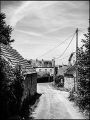 20130715-413 (sulamith.sallmann) Tags: road street bw france way frankreich europa dorf village sw normandie manche fra weg ort lahague bassenormandie ortschaft strase sulamithsallmann treauville