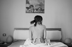 Le violin d'Ingres (Sara Coratella) Tags: pictures girls portrait white man black art girl portraits self canon naked nude back bed bedroom sara ray foto arte d picture bn le violin e remote tribute 24mm bianco nero ragazza schiena nudo artistico ingres coratella 60d
