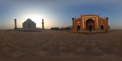 Taj Mahal Panorama beim Sonnenaufgang (jeglikerikkefisk) Tags: panorama india tajmahal agra mausoleum indien worldheritage 360 weltkulturerbe sphericalpanorama uttarpradesh equirectangular kugelpanorama sphrischespanorama