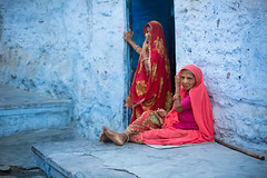 Women sitting in Jodhpur, Rajasthan, India. (cookiesound) Tags: travel india inspiration canon photography women sitting documentary oldwoman sari bluewall rajasthan jodhpur suncity bluecity travelphotography thardesert travelphotographer cookiesound nisamaier ullimaier
