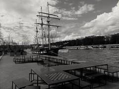 Bateau ..la boudeuse Ship in Paris (alainpere407) Tags: paris ship laseine parisnoiretblanc laboudeuse bateausurlaseine alainpere parisborddeseine candidpictureinparis parispeuconnu