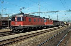 11679 + 11360  Rotkreuz  30.04.02 (w. + h. brutzer) Tags: rotkreuz eisenbahn eisenbahnen train trains schweiz switzerland railway elok eloks lokomotive locomotive zug 620 re66 sbb webru analog nikon