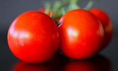 red is beautiful (HansHolt) Tags: red macro reflection beautiful fruit canon tomato cherry vegetable 100mm bunch veggie rood hmm tabletop tros 6d tomaat cherrytomato reflectie groente canonef100mmf28macrousm macromondays canoneos6d 23ccfbt