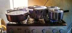 Produção de requeijão (Rodrigo Schmiegelow) Tags: brazil home cooking brasil casa milk g4 mt general interior country lg stove cooker simple mato grosso carneiro fogão simples leite coalhada panelas