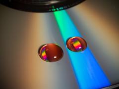 SPLINSON's Pixelwurst (spline_splinson) Tags: reflection closeup dvd drops highresolution cd drip bead rgb nahaufnahme tropfen speck highres reflektionen reddrops olympushighres rotetropfen